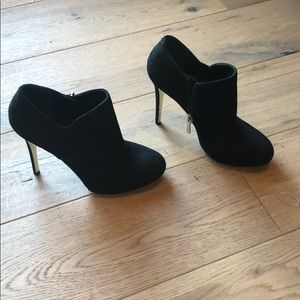Guess Marciano black suede bootie size 6